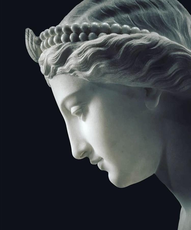 statua di divinità greca